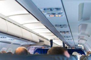 Wnętrze Wnętrze samolotu z pasażerami